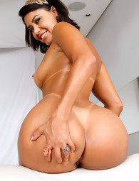 MikeInBrazil ™ presents Sara Rosar in Spread Chubby