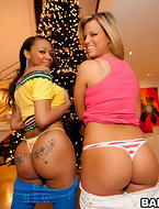 We got one vanilla botty (Jessica Marie) & one chocolate booty (Eva Taylor). U gota love that! We meet up with Champ..
