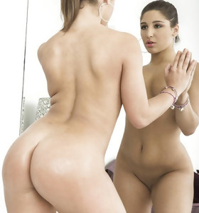 Featuring curvy figured ladies and great juicy rumps