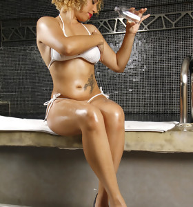 MikeInBrazil ™ presents Karolline in Slippery And Juicy